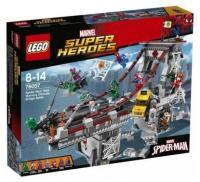 Фото LEGO Super Heroes 76057 Человек-паук Паутинные войны Сражение на мосту